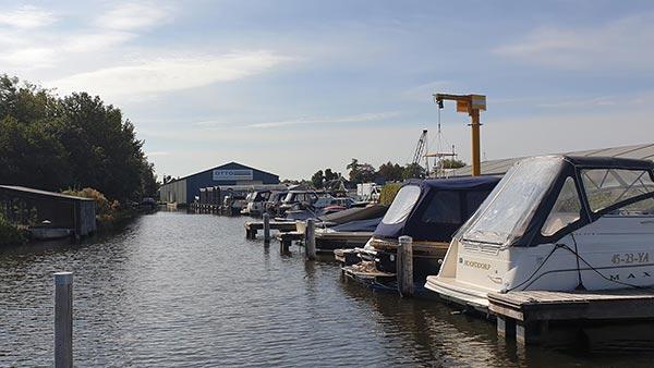 Jachthaven Otto - gezien vanaf de ringvaart ligplaatsen / zomerstalling